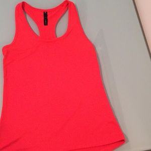 90 Degree athletic tank in excellent condition